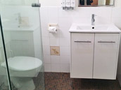 Comfort Queen - Bathroom at Country Lodge Motor Inn